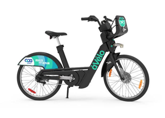 """Vélo à assistance électrique du RTC identifié aux couleurs de GDG avec le slogan """"Rouler VERT demain""""."""